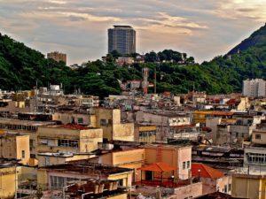 2016-08-08_-_pixabay_-_favelas-51318_1280